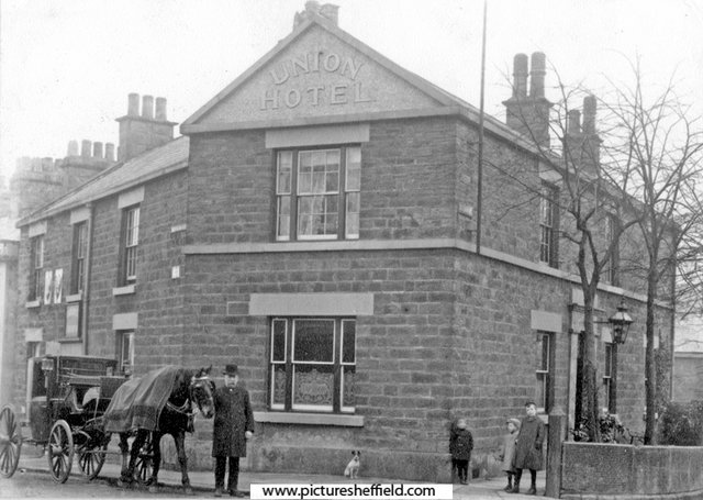The Union Hotel and the Machon Bank Road hansom cab rank